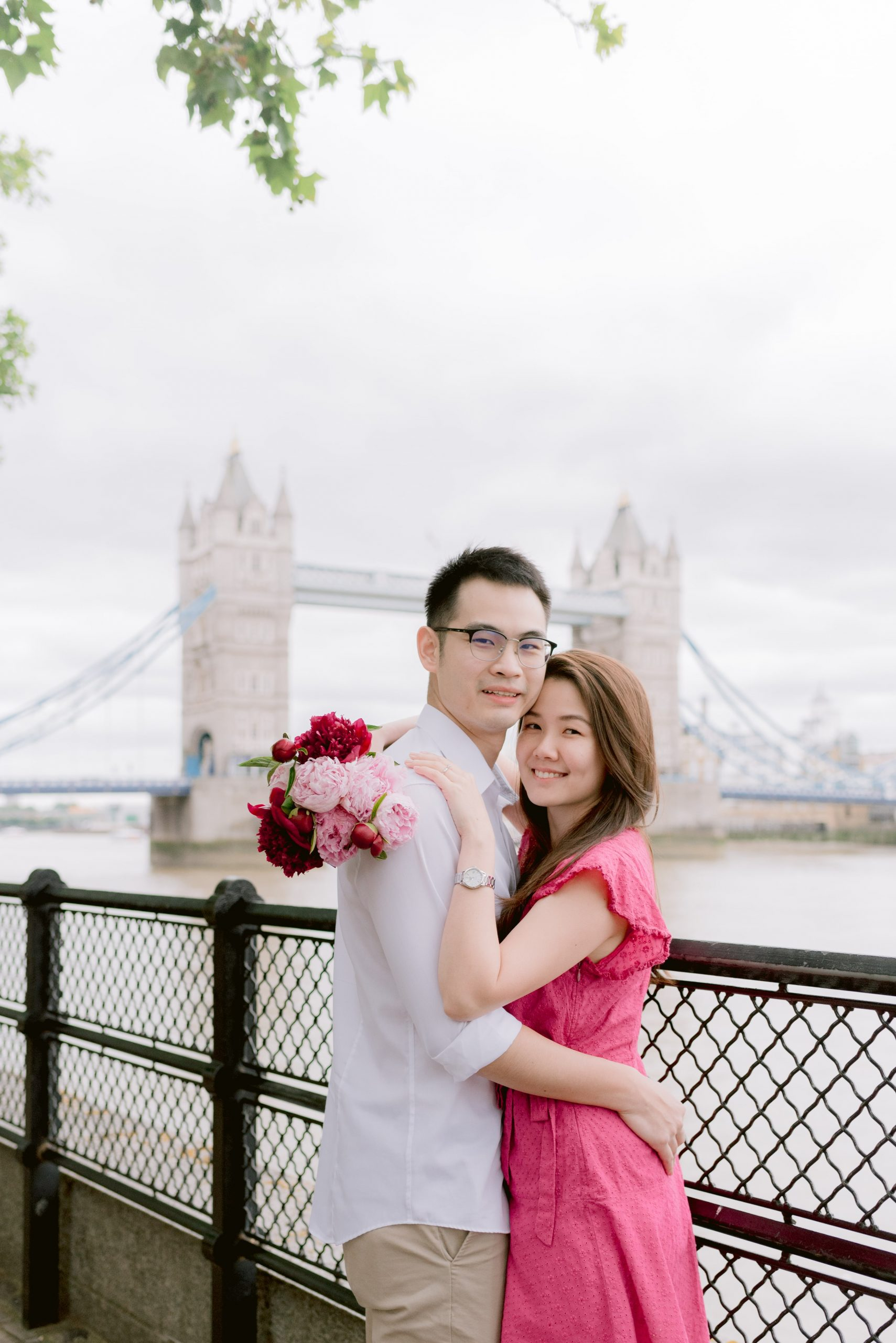 engagement session in London near Tower of London and with the view of Tower Bridge in the background - Sweet Escape with Cristina Ilao Photography