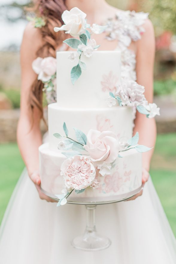 2019 wedding trend | wedding cake by Sadie May Cakes - Photo by Cristina Ilao Photography