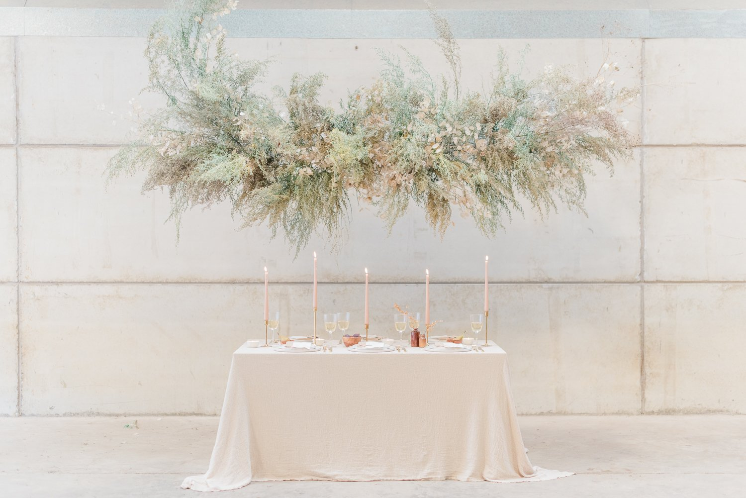 2019 wedding trend - foam-free floating floral installation by Firenza Flowers   Photo by Cristina Ilao