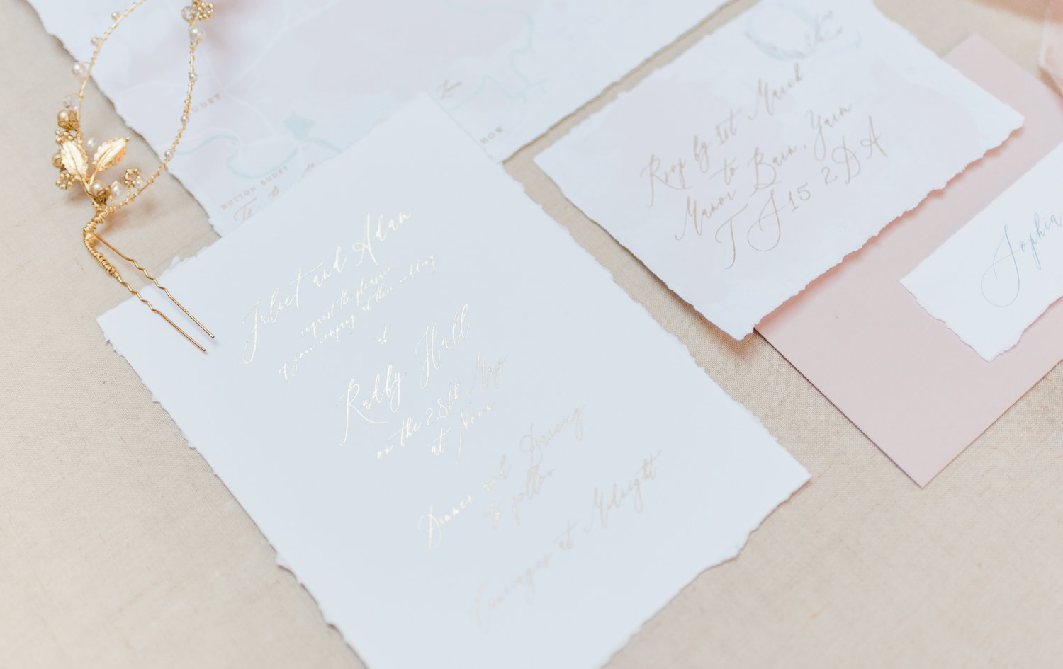 2019 wedding trend - Hand-illustrated wedding stationery | Photo by Cristina Ilao