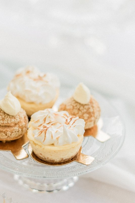 2019 wedding trend | Passion Fruit Meringue Cheesecake and Smoked Salmon Profiteroles | Photo by Cristina Ilao Photography