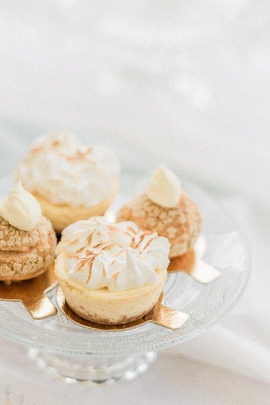 2019 wedding trend | Passion Fruit Meringue Cheesecake and Smoked Salmon Profiteroles | Photo by Cristina Ilao Photography