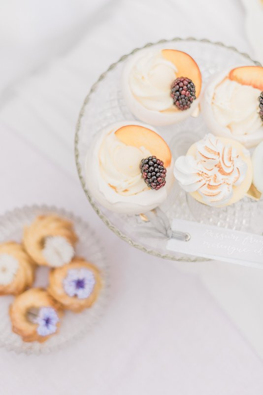 2019 wedding trend | Passion Fruit Meringue Cheesecake and Peach and Blackberry Pavlova | Photo by Cristina Ilao Photography
