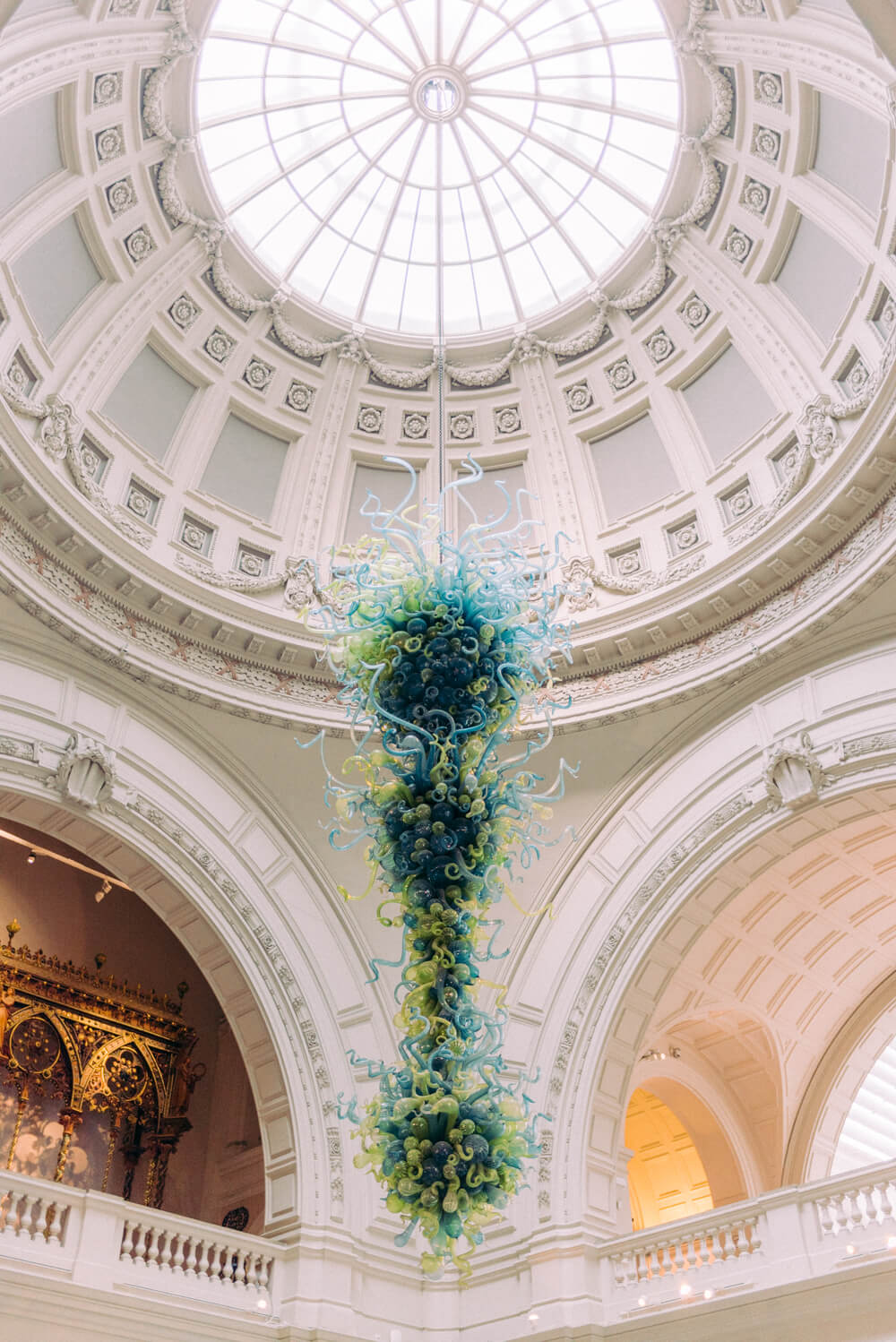 Light-filled dome with glass installation at the Victoria and Albert V&A museum entrance and reception foyer - Photo by Cristina Ilao