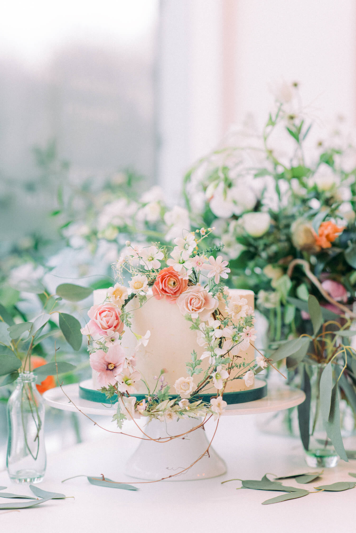 1 tier mini buttercream with small flower wreath filled with pink peach coral white and blush field flowers. Cake by Katie Cranfield, flower wreath by Amy Swann, Photo by Cristina Ilao Photography. EVent- Grounded Creatives Meetup by Nancy Straughan and Something Good Newcastle