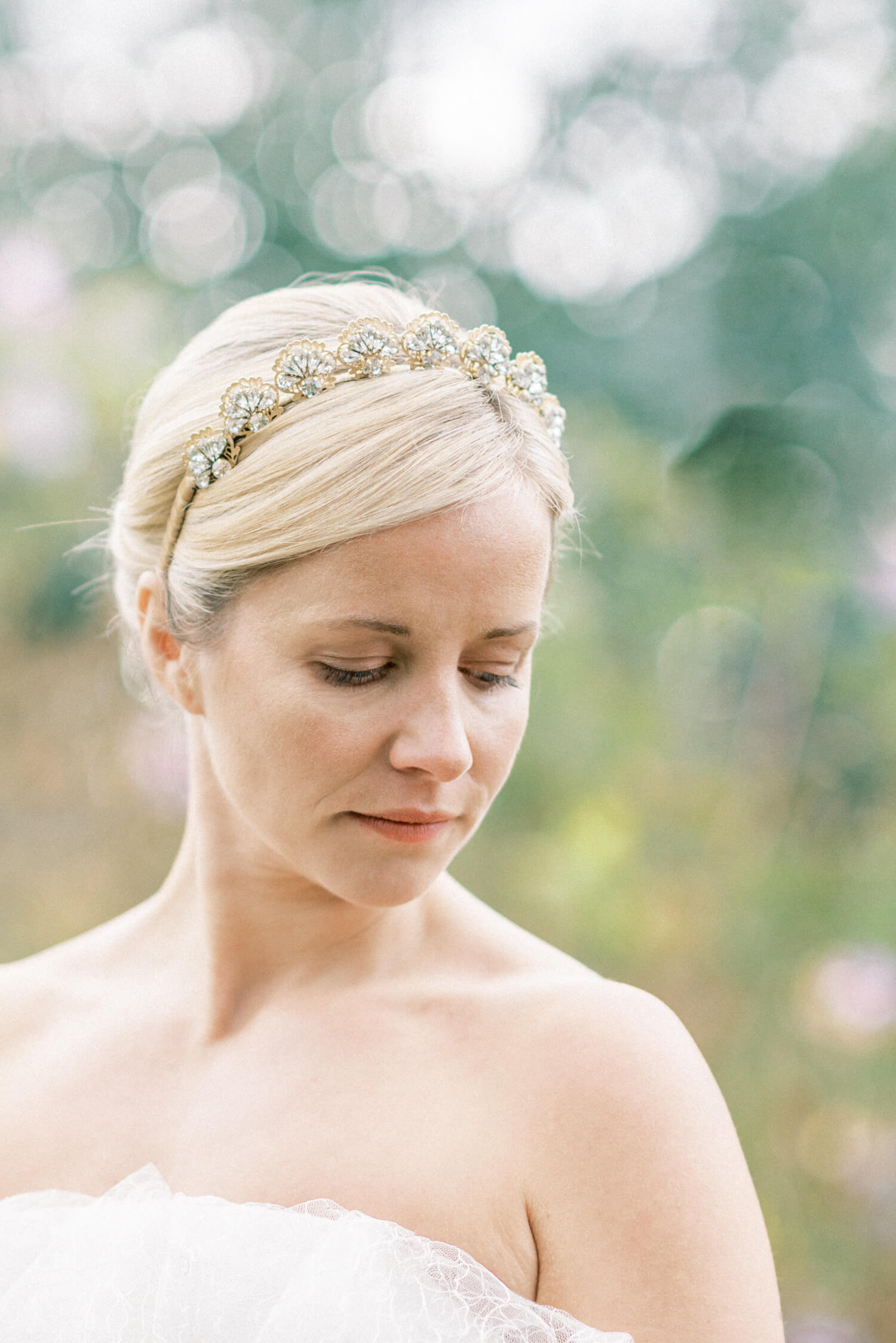 fresh and minimalist no make-up make-up look for fine art brides by Victoria Farr | simple updo with vintage hair band from Agnes Hart
