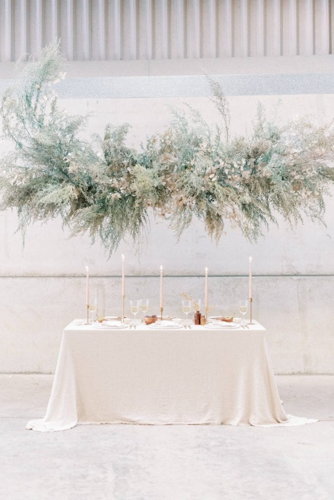 English Countryside Autumn Wedding at a Flower Farm | In photo: foam free floral installation using rudbekia, honesty and chicken wire, minimalist neutral palette wedding top table. Photo by Cristina Ilao Photography