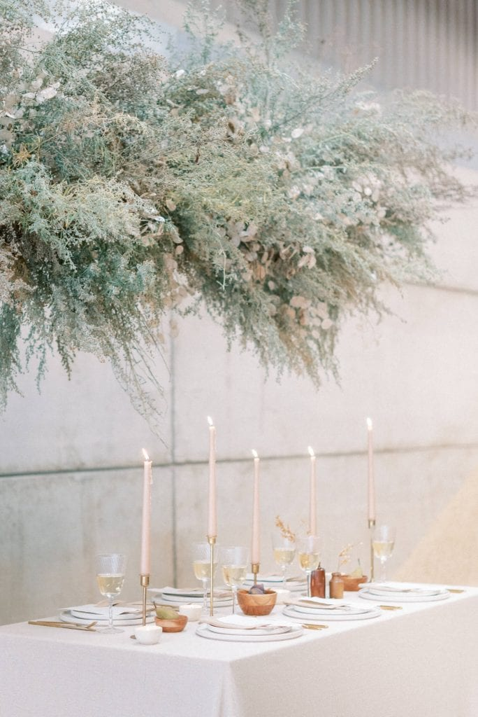 minimalist neutral palette table setting with foam free floral installation. Photo by Cristina Ilao Photography