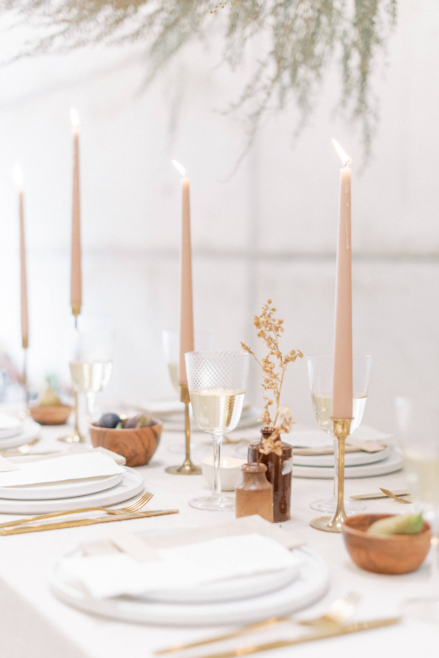 English Countryside Autumn Wedding at a Flower Farm | Photos and Text by Cristina Ilao Photography | In photo: minimalist neutral palette destination wedding table setup