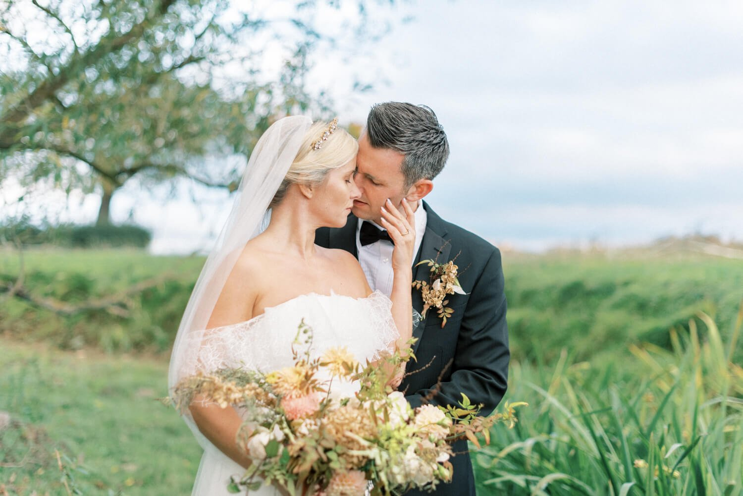 Wedding Photography FAQs In photo: English countryside wedding at a flower farm by Cristina Ilao Photography